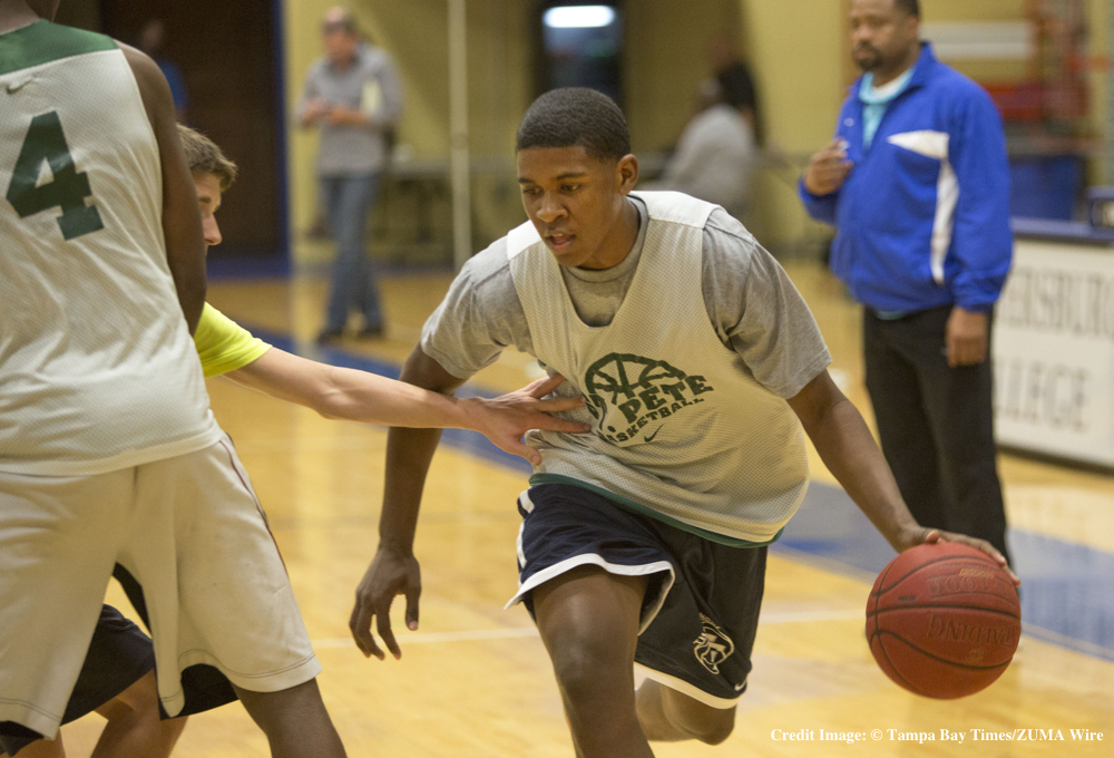 Feb. 24, 2015 - Florida, U.S. - Darius Banks, 16 works out during St. Pete High School  basketball practice Tuesday February 24, 2015. .JOHN PENDYGRAFT  |  Times (Credit Image: � Tampa Bay Times/ZUMA Wire)