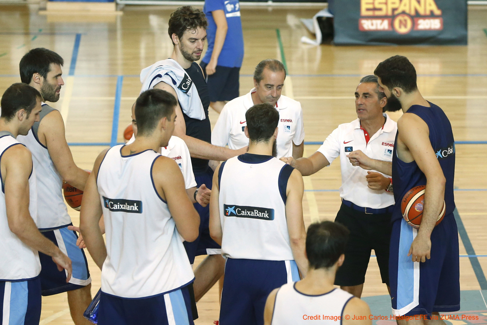 Aug. 24, 2015 - Madrid, Spain - Spanish basketball national head coach Sergio Scariolo (2-R) talks with players during a team's training session held in Madrid, Spain, 24 August 2015. Spain will play the EuroBasket 2015 between 05 and 20 September. (Credit Image: � Juan Carlos Hidalgo/EFE via ZUMA Press)