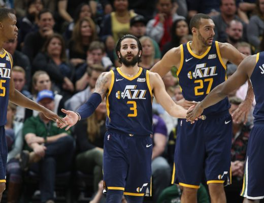 October 29, 2017 - Salt Lake City, UT, Estados Unidos - Utah Jazz guard Ricky Rubio (3) high fives his teammates guard Rodney Hood (5) and guard Joe Johnson (6) as center Rudy Gobert (27) looks on during the first half of an NBA game against the Los Angeles Lakers at Energy Solutions Arena in Salt Lake City, Utah, 28 October 2017. (Credit Image: © George Frey/EFE via ZUMA Press)