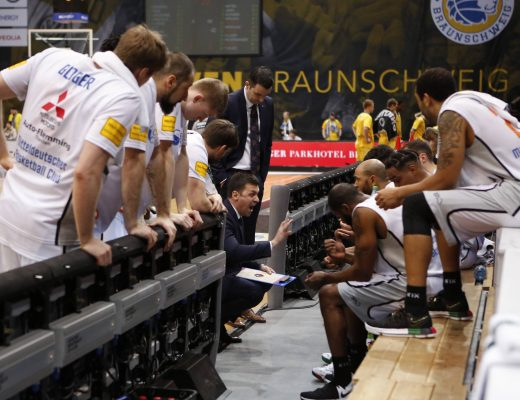 February 18, 2018 - February 18, 2018 - Trainer Igor Jovovic (MBC) schreit während einer Auszeit, gibt Anweisungen, gestikuliert mit den Armen, gesticulate, gives instructions, Basketball, easyCredit Bundesliga, Löwen Braunschweig - Mitteldeutscher BC, *** Coach Igor Jovovic MBC shouts Lions Brunswick of Mitteldeutscher BC while easyCredit Bundesliga instructions a time out gestikuliert with the poor gesticulation gives instructions basketball xtgx (Credit Image: © Imago via ZUMA Press)