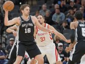February 2, 2018 - San Antonio, TX, Estados Unidos - Pau Gasol (L) of the San Antonio Spurs and Ryan Anderson of the Houston Rockets during an NBA basketball game,, held in San Antonio, USA, on 01 February 2018. (Credit Image: © Darren Abate/EFE via ZUMA Press)