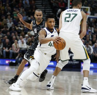 February 13, 2018 - Salt Lake City, UT, Estados Unidos - Utah Jazz guard Donovan Mitchell (C) drives off a pick by center Rudy Gobert (R) as San Antonio Spurs guard Tony Parker (L) gives chase during an NBA game at Energy Solutions Arena in Salt Lake City, Utah, 12 February 2018. (Credit Image: © George Frey/EFE via ZUMA Press)