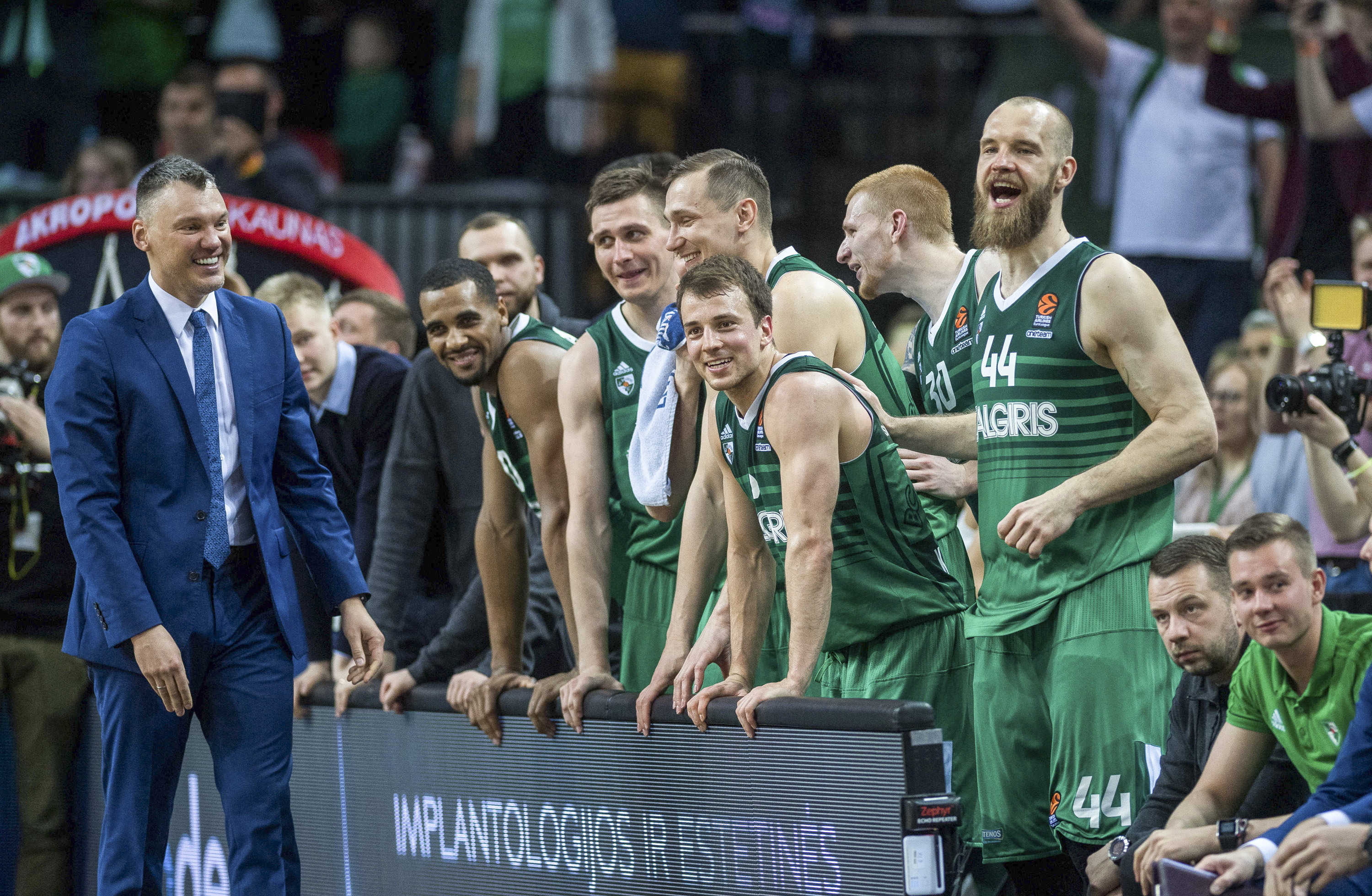 BEIJING, April 27, 2018  Players of Zalgiris Kaunas celebrates during the fourth playoff of the Euroleague between Zalgiris Kaunas from Lithuania and Olympiakos Piraeus from Greece in Kaunas, Lithuania, April 26, 2018. Zalgiris Kaunas won 101-91. (Credit Image: © Alfredas Pliadis/Xinhua via ZUMA Wire)