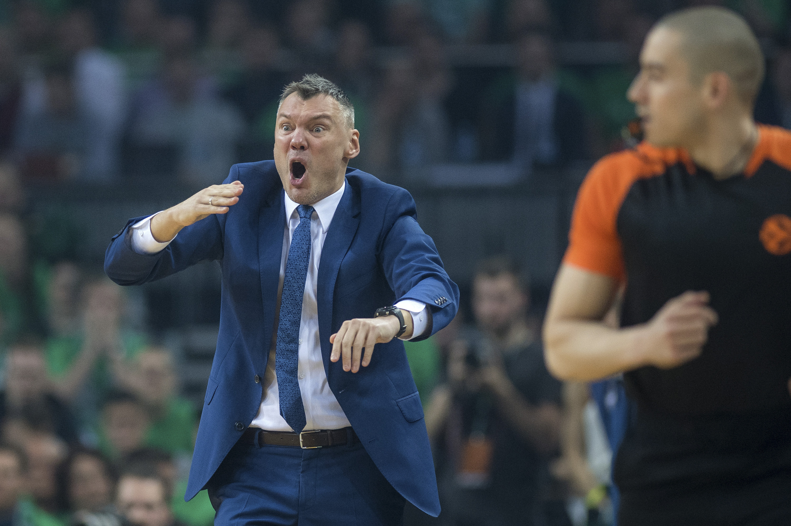BEIJING, April 27, 2018  Head coach of Zalgiris Kaunas Sarunas Jasikevicius (L) reacts during the fourth playoff of the Euroleague between Zalgiris Kaunas from Lithuania and Olympiakos Piraeus from Greece in Kaunas, Lithuania, April 26, 2018. Zalgiris Kaunas won 101-91. (Credit Image: © Alfredas Pliadis/Xinhua via ZUMA Wire)