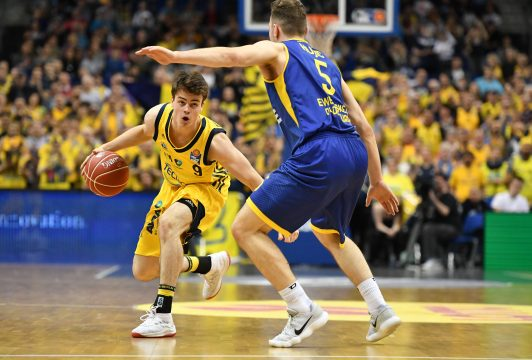 May 5, 2018 - May 5, 2018 - Jonas Mattisseck (ALBA), mit Ball, vorne Haris Hujic (Oldenburg), ALBA Berlin - EWE Baskets Oldenburg Basketball, easyCredit BBL, Deutsche Meisterschaft, Playoff, playoffs, play-off, DM-playoff, Viertelfinale, 1. Spiel, Spiel 1,Herren, men, Saison 2017/2018 Berlin, 5.5.2018 Mercedes Benz Arena *** Jonas Mattisseck ALBA with ball in front Haris Hujic Oldenburg ALBA Berlin EWE Baskets Oldenburg Basketball easyCredit BBL German Championship Playoff playoffs Play off DM playoff Quarterfinal 1 Match Game 1 Men Men Season 2017 2018 Berlin 5 5 2018 Mercedes Benz Arena (Credit Image: © Imago via ZUMA Press)