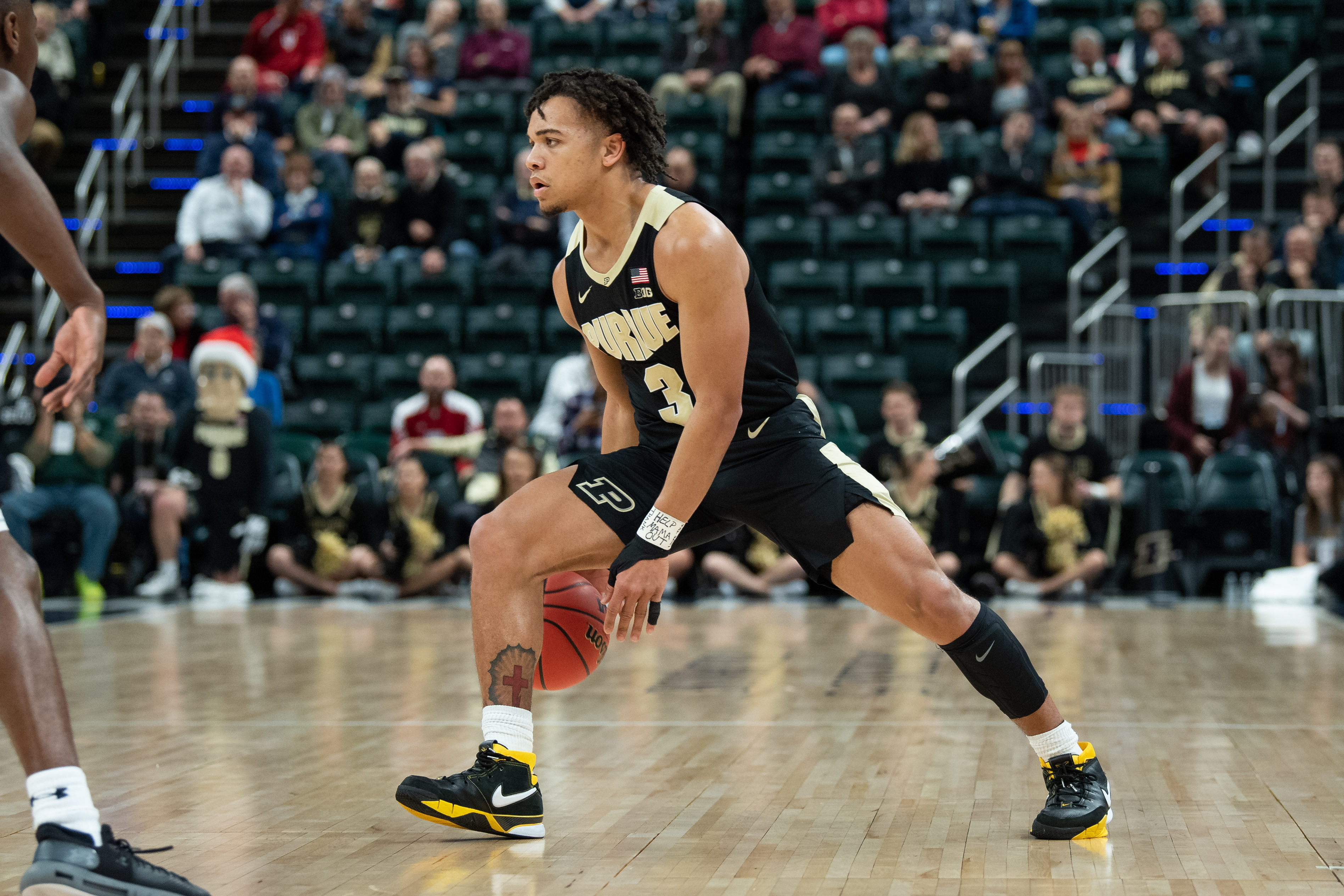 December 15, 2018 - Indianapolis, IN, U.S. - INDIANAPOLIS, IN - DECEMBER 15: Purdue Boilermakers guard Carsen Edwards (3) dribbles on the perimeter during the Crossroads Classic basketball game between the Purdue Boilermakers and Notre Dame Fighting Irish on December 15, 2018, at Bankers Life Fieldhouse in Indianapolis, IN. (Photo by Zach Bolinger/Icon Sportswire) (Credit Image: © Zach Bolinger/Icon SMI via ZUMA Press)